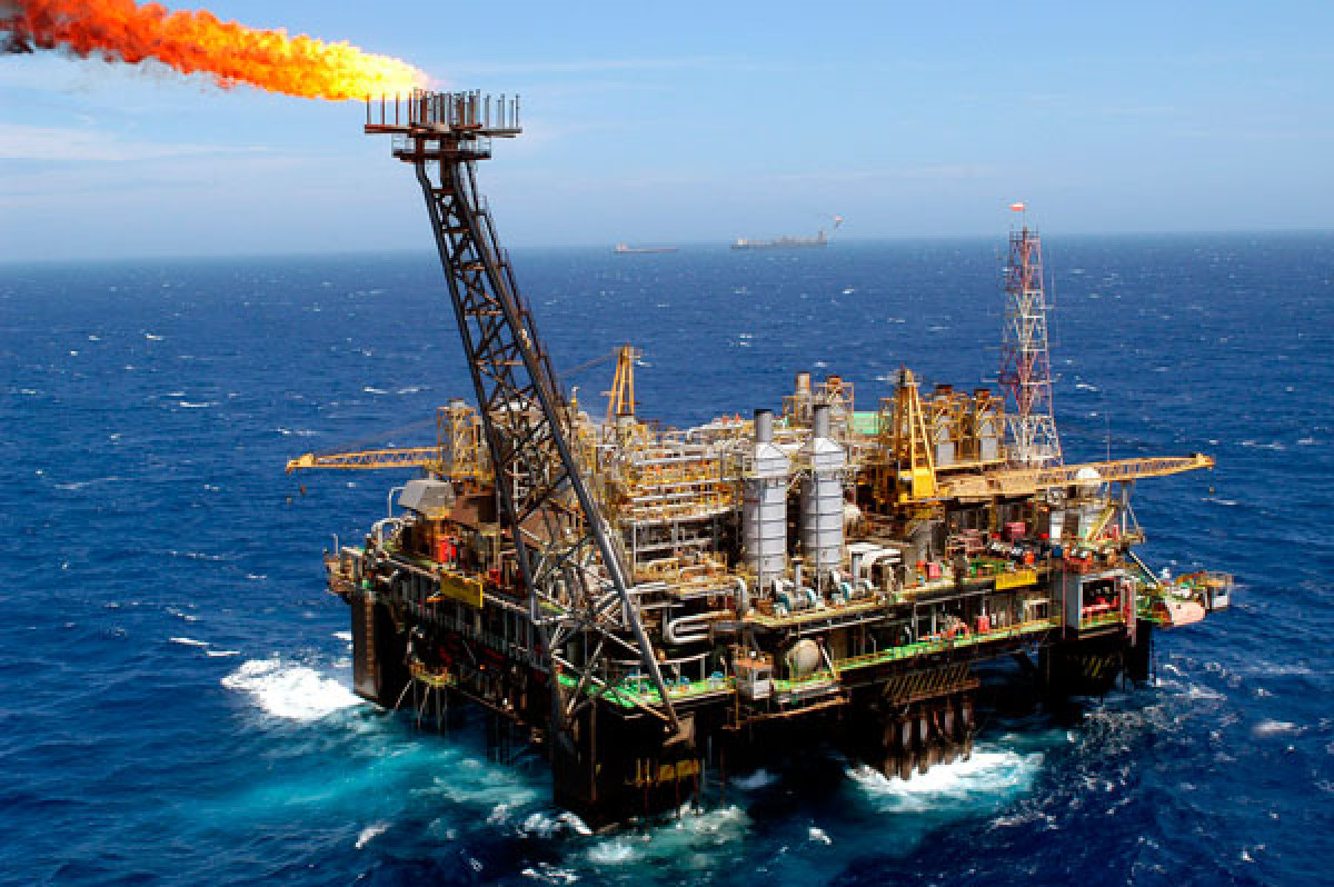 Plataforma extraccion petroleo crudo